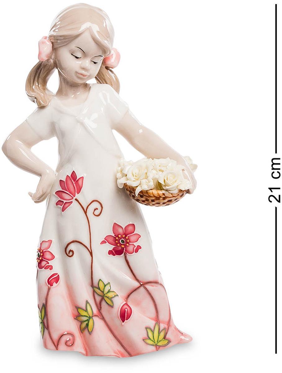 Фигурка Pavone Девочка. JP-764/17THN132NФигурка Девочки высотой 21 см.Дети - цветы жизни, а цветы - дети природы.Фарфоровая статуэтка девочки, продолжающая европейскую традицию изделий из фарфора. Фигурка девочки компактна по размерам и имеет множество мелких деталей, выполненных с большим искусством. Достаточно посмотреть на тонко проработанную корзинку с цветами или выражение лица ребенка, чтобы понять — перед нами произведение искусства, осмысление классики в новых реалиях.