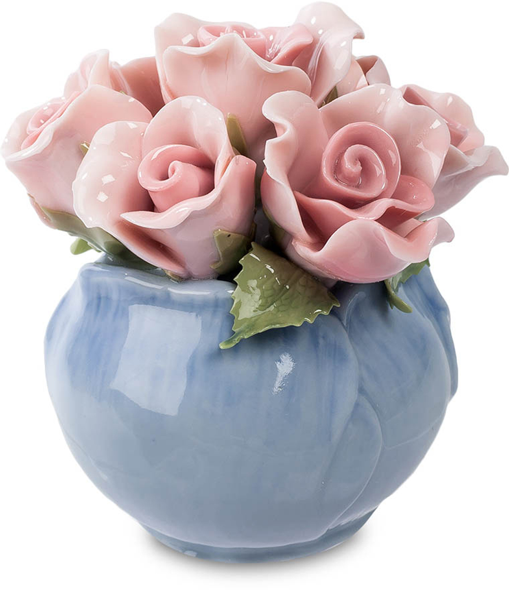Композиция Pavone Розы. CMS-33/28THN132NКомпозиция Розы (Pavone) Ваза оригинальной формы, как будто составленная из нежных лепестков синего цветка, вмещает в себе букет классических розового цвета цветков розы с зелеными листиками. Розочки кажутся живыми – настолько тонкие у них лепестки. Даже не верится, что они изготовлены из фарфора – насколько же высоко мастерство создавших эту композицию художников! Этот миниатюрный букетик хорош не только своей нежной красотой, но и тем, что фарфоровые цветы никогда не завянут и даже годы спустя сохранят этот удивительный свежий вид. Подарите живой букет роз в знак искренней любви и эту композицию – на долгую память!