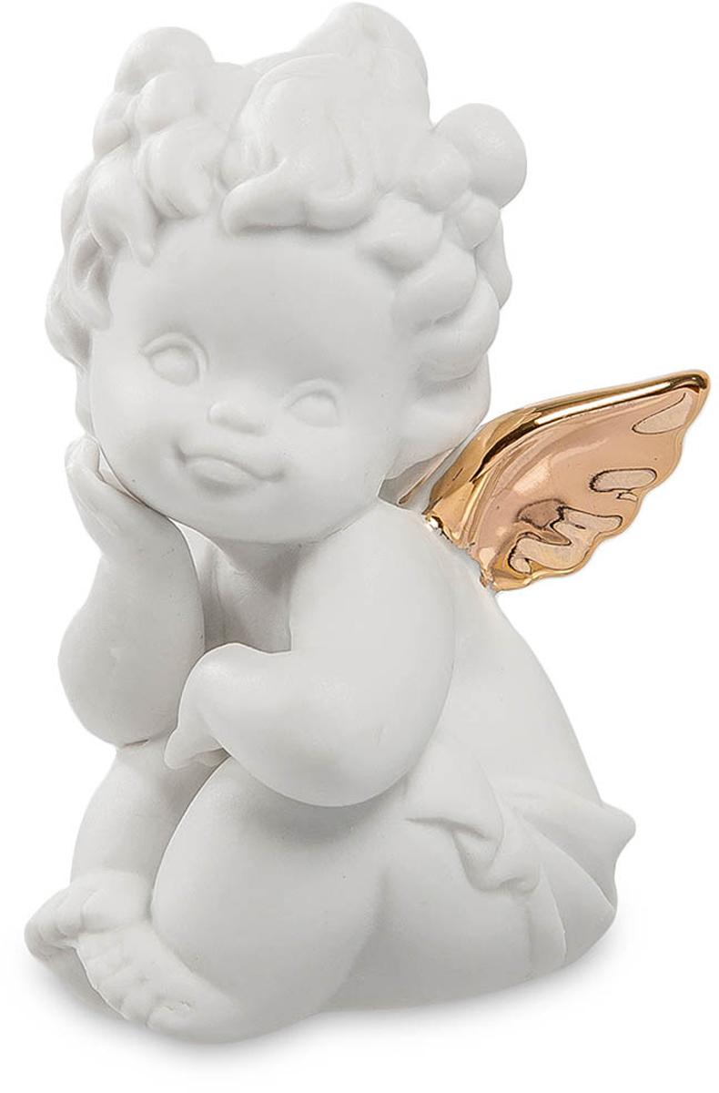 Фигурка декоративная Pavone Амурчик, высота 8 см. JP-48/ 4JP-48/ 4Декоративная фигурка Pavone Амурчик, выполненная в виде ангелочка, будет вас радовать и достойно украсит интерьер вашего дома или офиса. Фигурка изготовлена из глазурованного фарфора. Вы можете поставить украшение в любом месте, где оно будет удачно смотреться и радовать глаз. Кроме того, эта фигурка станет прекрасным подарком для любимого человека с намеком, что его сердце пронзила стрела любви.