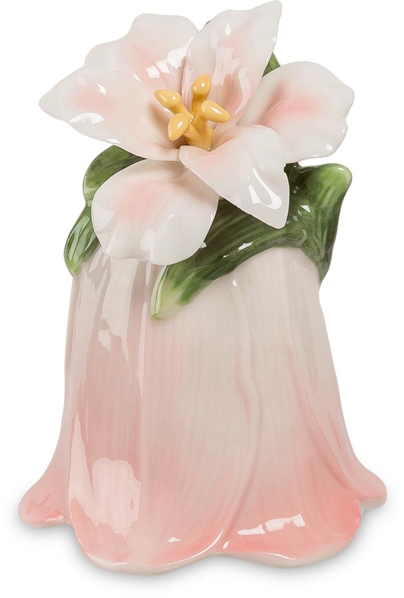Колокольчик Pavone Райский цветок. CMS-36/ 8THN132NКолокольчик Райский цветок (Pavone) Если рай все-таки существует, то наверняка он усеян нежными цветами, над которыми порхают птицы и раздается мелодичный колокольный звон. Чтобы представить, как выглядит рай, достаточно взглянуть на колокольчик Райский цветок, который воплощает собой ореол нежности, легкости и счастья. Миниатюрный колокольчик изготовлен в виде весеннего цветочного бутона. Фарфоровое изделие разукрашено светлыми пастельными тонами, что еще больше подчеркивает его трогательность и утонченность.Колокольчик Райский цветок - это подарок, который ассоциируется с радостью и счастьем.