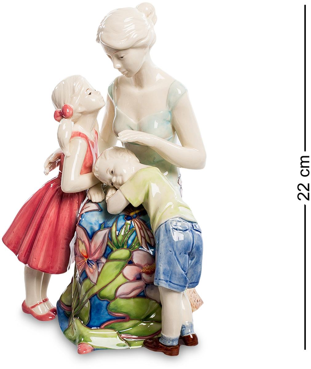 Статуэтка Pavone Мамина любовь. JP-12/26V4140/1SФигурка Девушки высотой 22 см.Забота о людях, однажды вошедшая в сердце человека, превратится в настоящее сокровище, когда эти люди вырастут.Нежная и чувственная статуэтка станет великолепным подарком для каждого члена семьи. Вся композиция пропитана любовью и жертвенностью, которые испытывает каждая любящая мать к своим детям. Фарфоровая статуэтка символизирует нежную любовь, заботу и радость, которую только мама может дать своим любимым малышам. Прекрасный сувенир позволит украсить интерьер любой квартиры или дома.