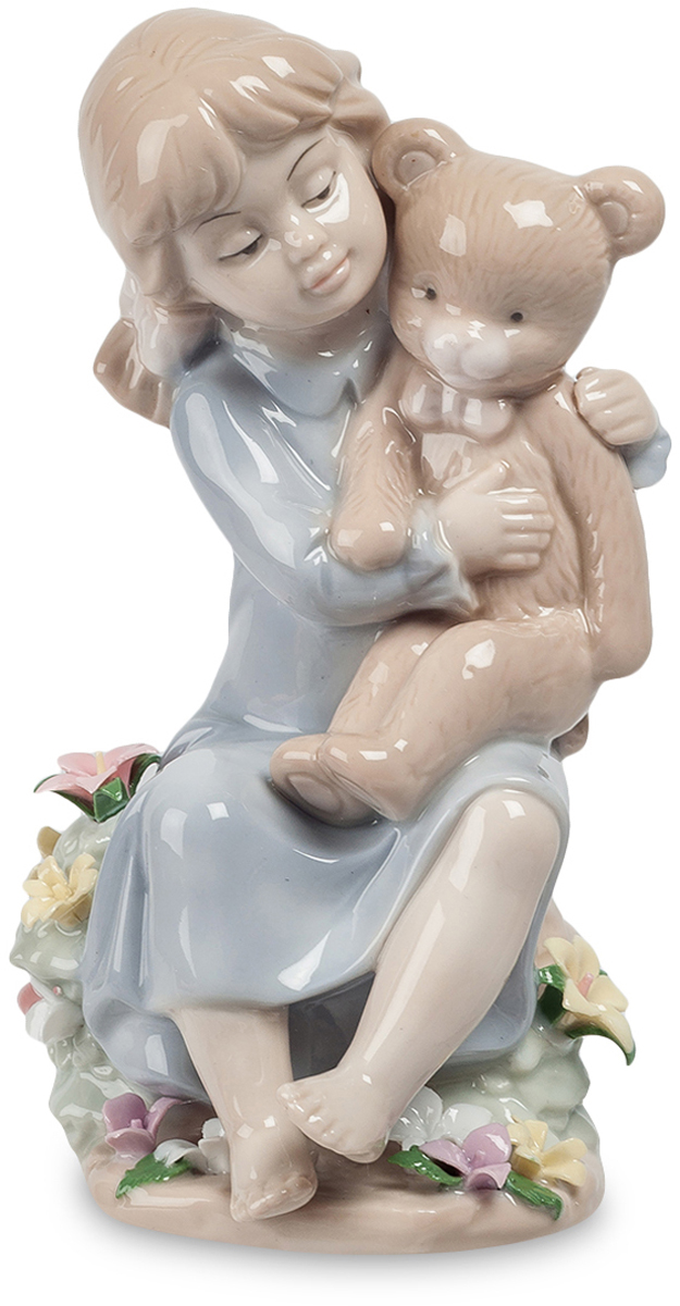 Фигурка Pavone Девочка с медвежонком. JP-29/63CMS-60/10Фигурка Девочки высотой 15 см.С такими друзьями можно и в парке гулять, и чаепитие устраивать.Современная фарфоровая фигурка Девочка с медвежонком впечатляет своей нежностью. Девочка очень заботливо обнимает любимую игрушку. Она заботится о нём, как мама о своём малыше. Такую нежность, заботу и привязанность редко можно встретить, но именно дети всякий раз демонстрируют взрослым свою любовь к каким-то вещам. Плюшевый друг никогда не обидит, будет рядом всегда, его можно обнимать и говорить хорошие слова, а в ответ будет лишь молчание. Фигурка выполнена безупречно, особое внимание уделено деталям – красивые цветы внизу, девочка без обуви, четко выделены черты лица и картина дополнена яркими красками. Эта статуэтка ручной работы станет отличным подарком ко Дню рождения, на Новый год и другой праздник, ведь она вызывает только положительные эмоции.