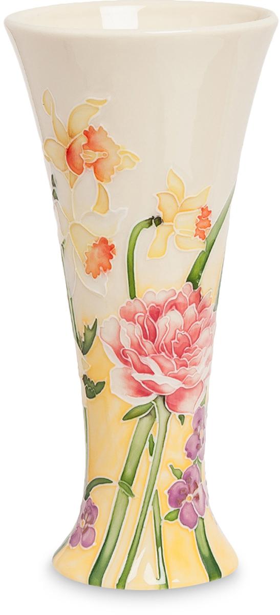 Ваза Pavone. JP-97/48FS-91909Ваза высотой 20 см.Цветочная ваза Pavone - это воплощение нежных грез солнечного утра, умытого чистой росой и осевшего на прекрасных цветах. Гордые нарциссы и благородные пионы возвышаются над скромными фиалками и словно впитывают в себя первые лучи восходящего солнца. Неповторимое мастерство росписи и изящество сосуда невольно притягивает взгляд и заставляет долго любоваться, забывая о времени. Мастера фарфора и керамики создали простое по форме изделие, представляющее идеальный классический вариант, остающийся вне моды, вне традиций. Классика - это направление, которое всегда стоит на порядок выше, а потому всегда будет актуально. Спокойная, скромная и неповторимая красота соединились в этой вазе для цветов благодаря дизайнерской работе художника.