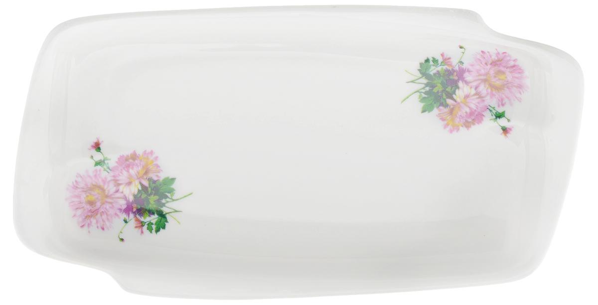 Селедочница Фарфор Вербилок Хризантема, цвет: белый, розовый, длина 18 см94672Селедочница Фарфор Вербилок Хризантема станет прекрасным украшением праздничного стола. Изящный дизайн и красочность оформления придутся по вкусу и ценителям классики, и тем, кто предпочитает утонченность и изысканность. Так как в селедочнице можно также увидеть нарезки и другие яства, ее можно считать многофункциональной.Такое изделие украсит сервировку вашего стола и подчеркнет прекрасный вкус хозяина, а также может стать отличным подарком.