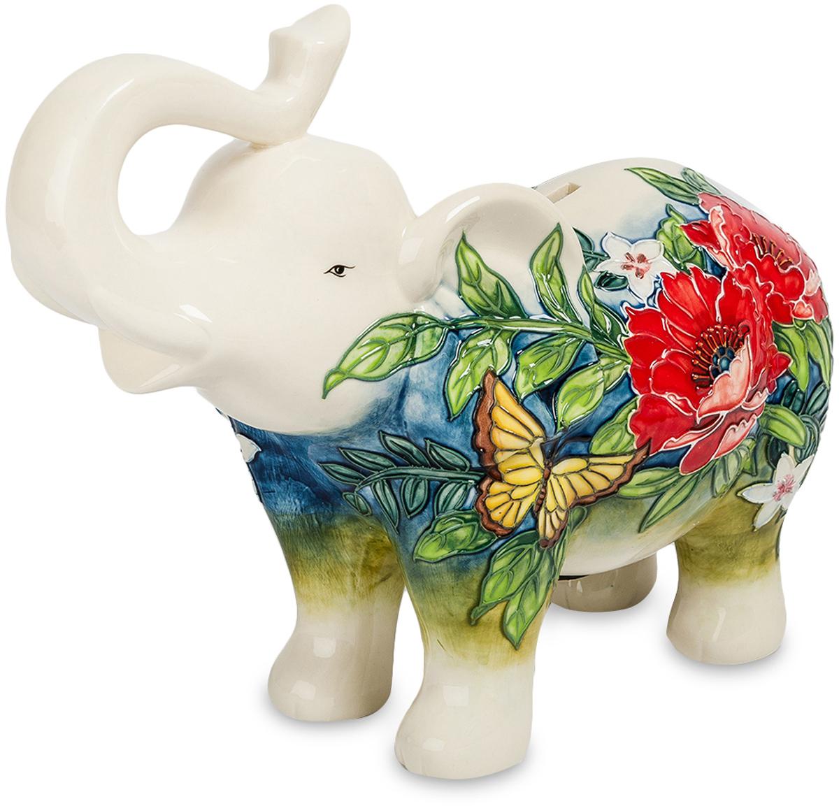 Копилка Pavone Слон. JP-158/ 574-0060Фигурка Слона высотой 22 см.Слон, хоть и добрый, но денежку вашу охранять будет как настоящий лев!Упитанный и довольный жизнью белый слон приглашает экономить деньги, собирая металлическую мелочь. Статуэтка имеет прорезь в спине, что превращает её в классическую копилку. Фарфор украшен флористическим орнаментом, в котором, среди листьев и роскошных цветов, скромно притаилась жёлтая бабочка. Рисунок защищён с помощью блестящей глазури. Копилка белый слон поставляется в коробке с обивкой под синий бархат.