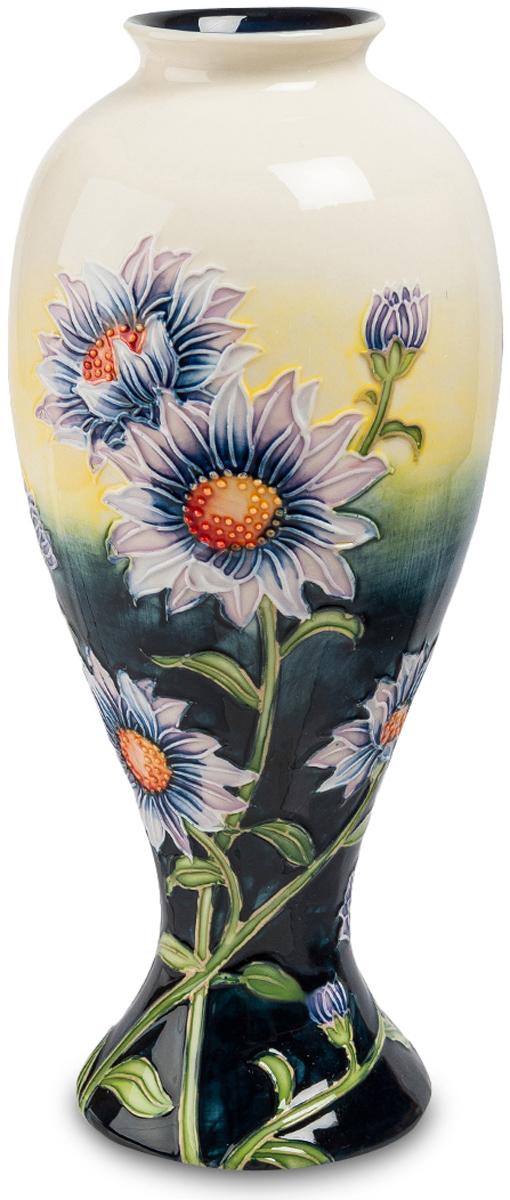 Ваза Pavone Хризантема. JP-98/ 154 009312Необычайно красивая ваза Хризантема никого не оставит равнодушным. Ваза поражает не только своей неординарностью, но и роскошью, утонченностью. В ней все сочетается идеально. Элементы дополняют друг друга, создавая симфонию цвета. Восхищение вызывает ее цветовая гамма. Темная, насыщенная нижняя часть вазы и светлый, нежный верх настолько превосходно смотрятся, что просто нереально не влюбиться в эту вазу. А какие безумно красивые хризантемы располагаются по поверхности вазы. Они яркие, насыщенные, что сразу возникает впечатление, словно это живые цветы. Ваза Хризантема, несомненно, станет роскошным украшением любого зала.