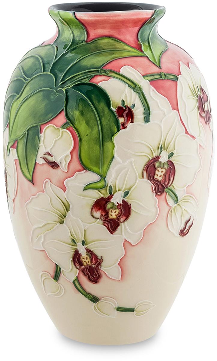Ваза Pavone Орхидея, высота 20,5 см. JP-98/ 5JP-98/ 5Ваза Орхидея будет по достоинству оценена поклонниками китайского фарфора и традиционного народного творчества. На фарфоровую поверхность изделия нанесены крупные белые бутоны орхидей, а фон представляет из себя переход градиента от белого к красному. Вазу можно использовать в качестве подставки под искусственные и настоящие цветы, или в роли украшения интерьера.Изделие упаковано в подарочную коробку с атласной подложкой. Высота: 20,5 см.