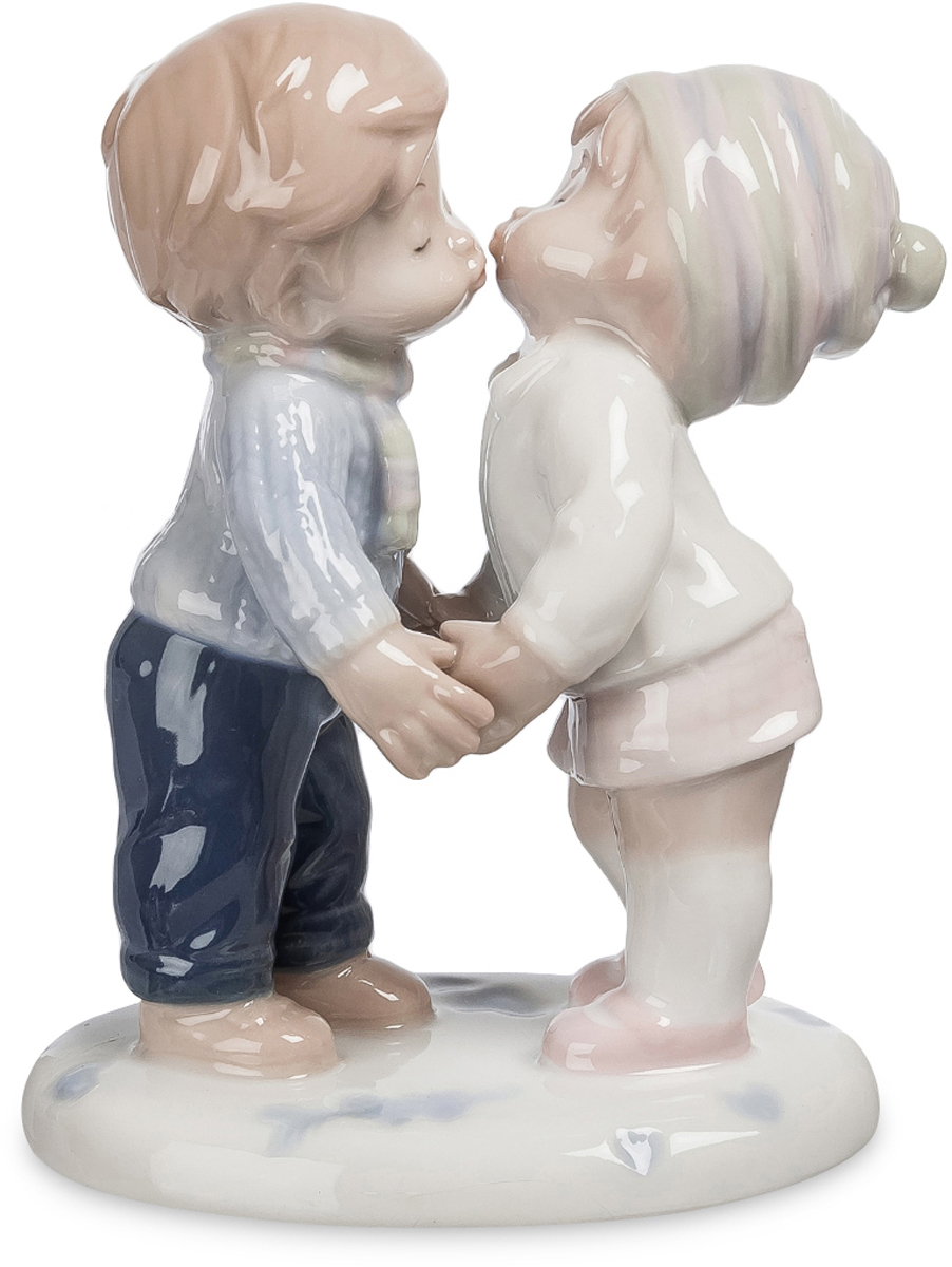 Фигурка Pavone Первый поцелуй. JP-42/16THN132NФигурка Детей высотойВсе в мире после того поцелуя, казалось им совсем не таким, каким было до него.
