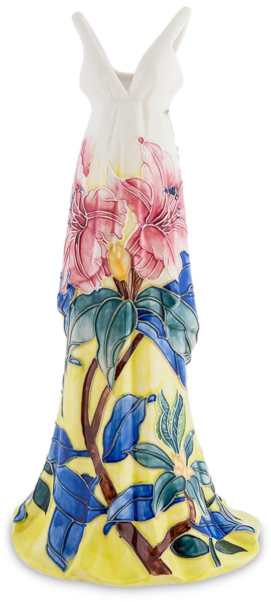 Статуэтка-ваза Pavone Платье. JP-96/2954 009312Статуэтка-ваза Платье (Pavone)Спрашивается, зачем нужна такая статуэтка, изображающая длинное платье? Платье, правда, необычное, меняющее цвет от темно-желтого к небесно-голубому. По этому фону разместились цветы – с коричневыми стеблями и синими листьями. Вырываясь из тени к солнечному цвету, растения эти раскрывают пышные розовые цветы. Удивительно красивое платье. И при этом оно не простая статуэтка, а ваза. В нее можно налить воду и поставить в нее живые цветы, которые станут продолжением нарисованных. А если что, так ваза и без цветов выглядит оригинально и привлекает к себе внимание: что это за платье такое странное?