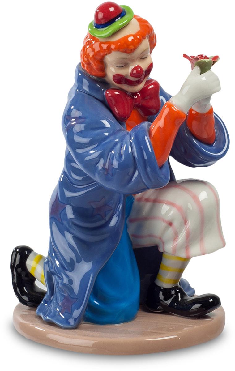 Фигурка Pavone Клоун. CMS-23/49THN132NФигурка Клоун (Pavone) Клоун – артист универсальный. Он должен уметь спародировать любого циркового артиста, да тех, что не хуже его самого выполнит любой номер. Похоже, клоун собрался предстать в образе волшебника, накинул на плечи мантию, достойную чародея и, не перестав при этом быть веселым клоуном, готовит какое-то веселое чудо. Откуда у него в руках возник этот цветок, и что из него вылетит в следующую секунду? Клоун загадочно улыбается под своей нарисованной улыбкой: ох, и устрою я сейчас фокус! Обхохочетесь!