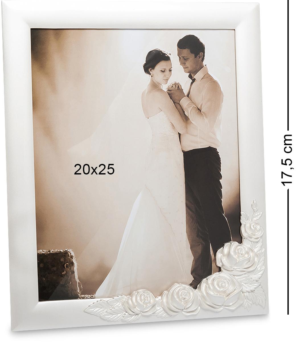 Фоторамка Bellezza Casa Белая роза, фото 20х25. CHK-16274-0120Фоторамка для фотографий 20х25 см.Удивительно нежная и изящная фоторамка выполнена из металла. Лаконичная и простая, она украшена ассиметричным узором из неброских роз, и выглядит очень романтично. В такую рамку можно вставлять фото с самыми светлыми, памятными, счастливыми моментами жизни, чтобы можно было много раз вспоминать их и невольно улыбаться приятным воспоминаниям. Изделие пронизано нежностью, теплотой и любовью.