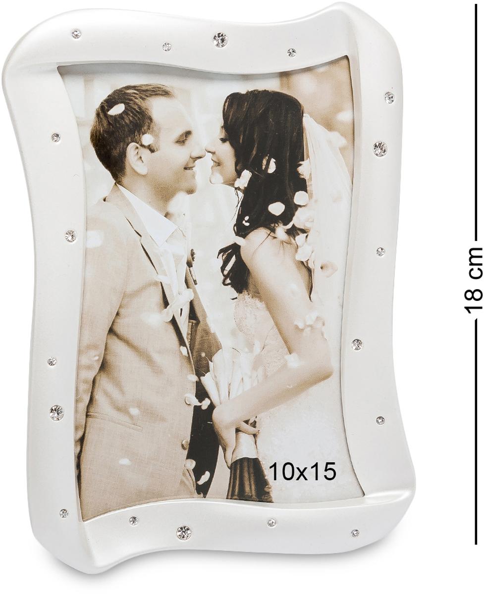 Фоторамка Bellezza Casa Волшебный поцелуй, фото 10х15. CHK-168RG-D31SФоторамка для фотографий 10х15 см.Свадебная фоторамка Волшебный поцелуй - это замечательный подарок для близких друзей и родных. А если поставить в рамку свадебное фото, тогда сияющие стразы будут отражать яркость глаз молодоженов. Стильный и неповторимый дизайн красивой фоторамки, сочетаясь со сверкающими стразами, придают ей невообразимую нежность. Она станет необычным декоративным аксессуаром и подчеркнет любой интерьер. Но, в каком бы месте вы не расположили фоторамку, она обязательно акцентирует на себе восторженные взгляды.