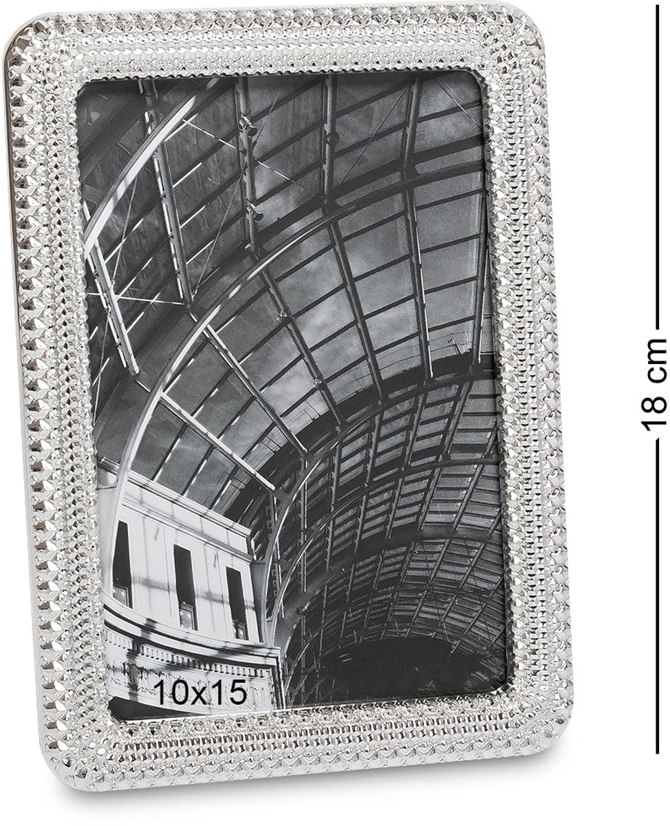 Фоторамка Bellezza Casa Классика, фото 10х15. CHK-17374-0060Фоторамка для фотографий 10х15 см.Фоторамки есть в доме у каждого человека. Этот элемент декора является не простой вещицей. С помощью фоторамки на стену можно создать комфорт и уютную атмосферу, так как она будет нести в себе приятные воспоминания. Классическая модель рамки разработана для стандартного фото размером 10х15 и поэтому станет универсальным подарком на любой праздник. Металлическая рамка обладает изысканным и оригинальным дизайном. Она может стать как основным подарком, так и небольшим дополнением к главному большому подарку. Фоторамка выполнена из качественного материала. Над ее созданием работали истинные творческие специалисты. Она имеет уникальную резьбу, которая создает впечатление наличия драгоценных камней. Это не просто красивая фоторамка, а настоящее произведение искусства.