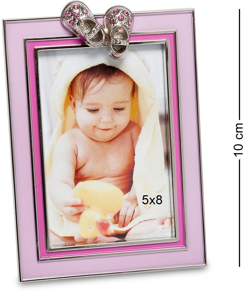 Фоторамка Bellezza Casa Маленькая принцесса, фото 5х8. CHK-012CHK-012Фоторамка для фотографий 5х8 см.Розовая рамка для фото Маленькая принцесса станет настоящим украшением детской комнаты. Обладая классическим дизайном, в рамке поместится фотография размером 10?15. Она декорирована розовым фоном и оригинальными башмачками со стразами. Рамку можно ставить только в вертикальном положении, ножка устойчиво будет стоять на разных видах поверхностях. Для молодых родителей девочки такая рамка для фото только украсит интерьер детской комнаты. У малыша будет масса восторга и захочется ее обязательно потрогать. Рамка не содержит вредных для здоровья ребенка компонентов, потому ее можно использовать в качестве декора в комнате с первых дней жизни малыша. Вместе с розовой фоторамкой и портретом вашей дочери в комнате станет намного уютнее и веселее. С такой фоторамкой ребенок будет похож на маленького ангела.