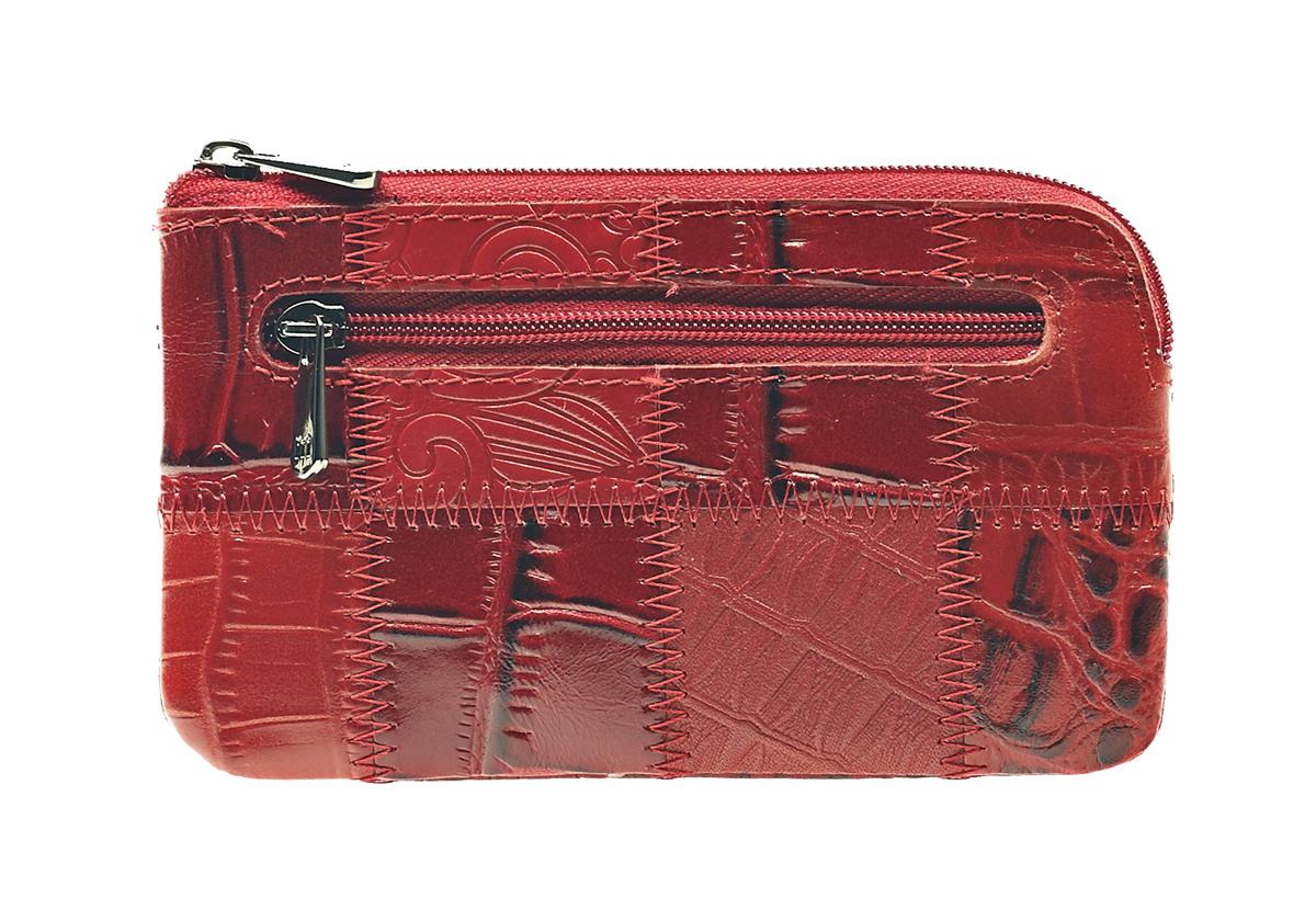 Ключница Malgrado, цвет: красный. 50501-444AБрошь-булавкаСтильная ключница Malgrado изготовлена из натуральной кожи с комбинированным тиснением и имеет одно отделение на застежке-молнии. Внутри - цепочка с металлическим кольцом для ключей. На задней стенке расположен кармашек на застежке-молнии.Ключница упакована в коробку из плотного картона с логотипом фирмы. Характеристики: Материал:натуральная кожа, металл, текстиль. Размер ключницы:13 см x 7,5 см х 1 см. Цвет:красный. Размер упаковки:13,5 см x 10 см x 3,5 см. Артикул:50501-444A .