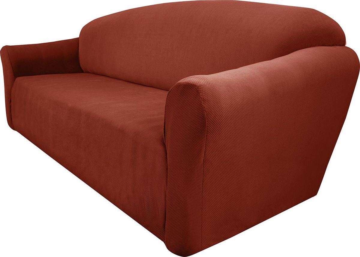 Чехол на трехместный диван Медежда Бирмингем, цвет: терракотовый80625Чехол на трехместный диван Медежда Бирмингем изготовлен из стрейчевого велюра (100 полиэстер). Тонкий геометрический дизайн добавляет уют помещению. Велюр - по праву один из уверенных лидеров среди мебельных тканей. Поверхность велюра приятна для прикосновений. Сочетание нежности и прочности - визитная карточка велюра. Вещи из него даже спустя много лет смотрятся, как новые. Чехол легко растягивается и хорошо принимает форму дивана, подходит для большинства стандартных диванов с шириной спинки от 185 см до 235 см. За счет специальных фиксаторов чехол прочно держится на мебели, не съезжает и не соскальзывает. Имеется инструкция в картинках по установке чехла. Ширина спинки: 185-235 см. Длина подлокотника: 60-80 см см. Высота сиденья от пола: 45-50 см. Глубина сиденья: 45-55 см.