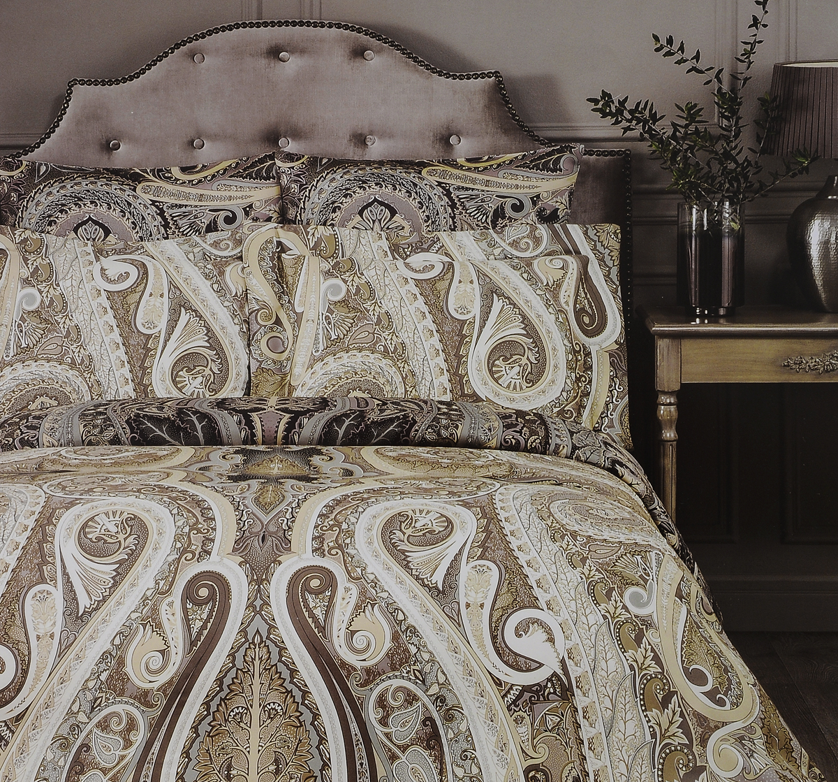 Комплект белья Togas Амрита, 1,5-спальный, наволочки 50x70K100Комплект постельного белья Togas Амрита, выполненный из 100% тенселя, состоит из пододеяльника, простыни и 2 наволочек. Изделия имеют классический крой и декорированы ярким принтом. Тенсель - материал натурального происхождения, который изготавливают из древесины австралийского эвкалипта и подвергают нанообработке. Комплект постельного белья Togas Амрита гармонично впишется в интерьер вашей спальни и создаст атмосферу уюта и комфорта.