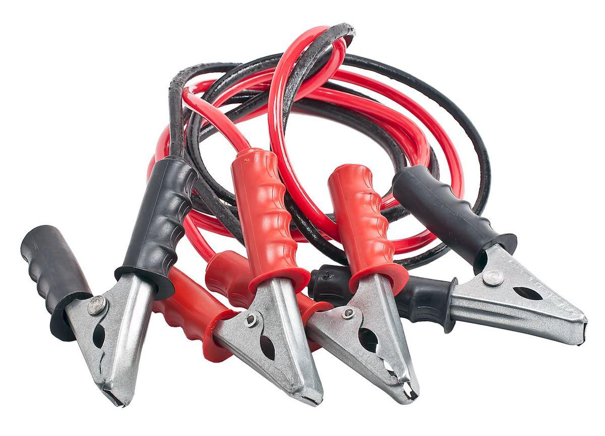 Провода пусковые Главдор, 200А, 2 м. GL-424AMC-00070Стартовые провода Главдор, выполненные из меди в черно-красной обмотке, предназначены для соединения одноименных клемм аккумуляторов автомобилей для того, чтобы осуществить дополнительную подпитку стартера в автомобиле с разряженной аккумуляторной батареей или загустевшим от мороза маслом. Применяются для запуска двигателей легковых и грузовых автомобилей при низкой температуре воздуха в холодное время года, а также после длительного хранения автомобиля, вызвавшего саморазряд аккумуляторной батареи.Особенности пусковых проводов: - морозостойкий эластичный кабель в резиновой изоляции, - многожильный медный проводник, - полностью изолированные зажимы, - надежные пропаянные соединения провода с зажимами.Температура эксплуатации -50 - +80°С.Длина: 2 м. Напряжение: 200А.