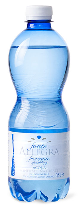 Fonte Allegra вода минеральная газированная, 500 млA0255Источники Allegra и Tavina - это чистые родниковые воды из древнего ледникового бассейна Ломбардии, Альпийских склонов, расположенных в природном парке Альто-Гарда. На протяжении многих лет фирма стремительно развивается, гарантируя высокое качество и гибкую систему производства, которая позволяет быстро реагировать на новые требования потребителей. Подходит для диет, с низким содержанием натрия;• Стимулирует пищеварение;• Подходит для грудных детей;• Подходит для приготовления пищи для младенцев;• Подходит для спортсменов и людей с активным образом жизни.Сбалансированная концентрация микроэлементов: магний, кальций,фтор, калий, бикарбонат, оксид кремния.