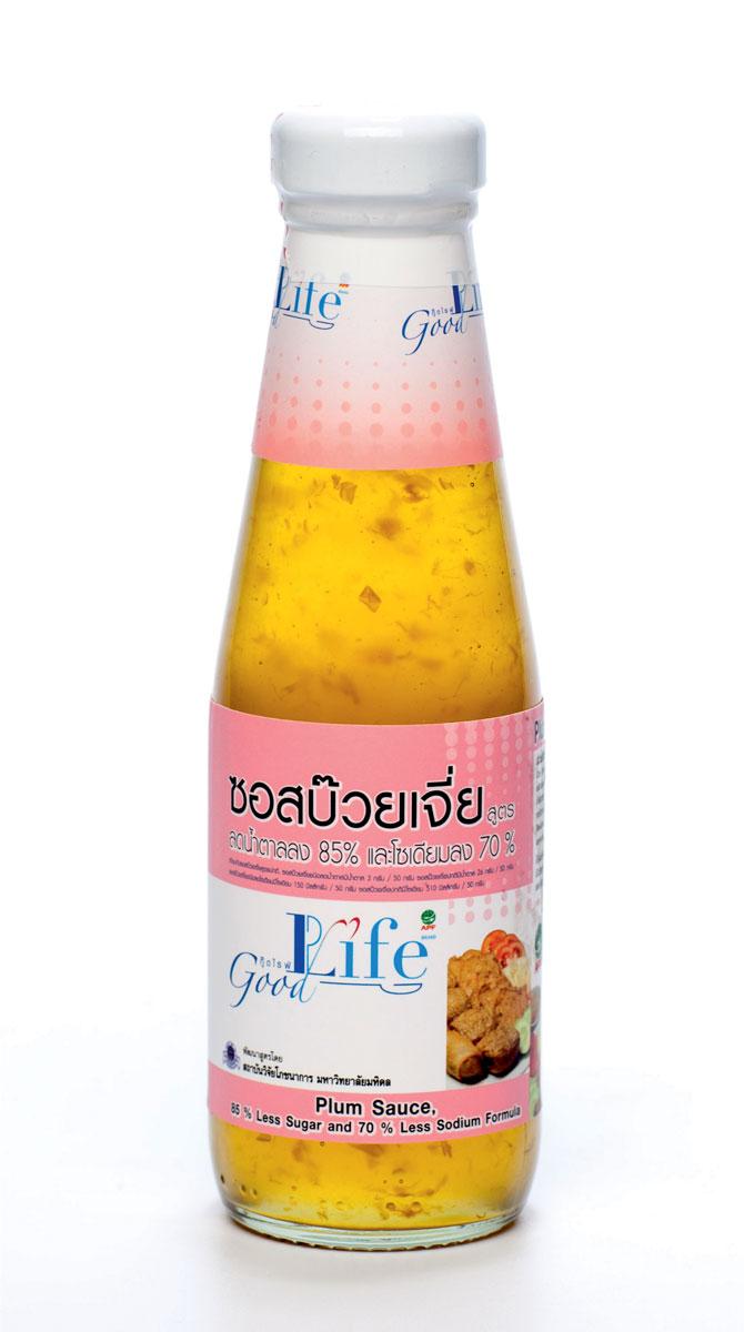 Good Life сливовый соус, 200 мл0120710Имеет приятный кисло-сладкий вкус. Для изготовлении соуса используются отборные сливы королевского сорта Doi Kham. Используется в качестве соуса или маринада к различным блюдам, а также в качестве соуса-дип. Cодержит на 70% меньше соли и на 85% меньше сахара по сравнению с аналогами. Рекомендован людям, вынужденным ограничивать себя в потреблении сахара.