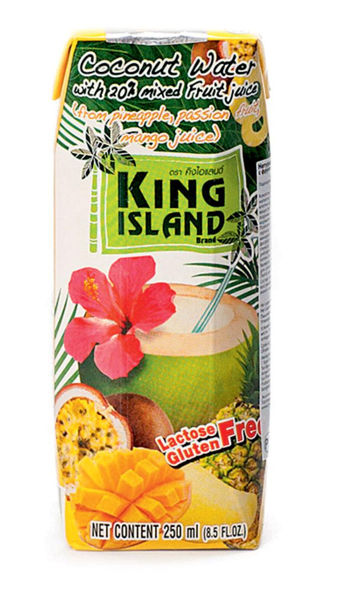 King Island кокосовая вода c соками ананаса, маракуйи и манго, 250 мл0120710100% натуральная кокосовая вода без сахара.Кокосовая вода – природный изотонический напиток, насыщающий кислородом все клетки организма, улучшающий обмен веществ, содействующий снижению веса, поднимающий иммунитет, способствующий нормализации уровня сахара в крови. Полезен при борьбе с вирусами, в т.ч. герпеса, гриппа и др. Натуральный источник минералов: натрий, кальций, железо, магний, фосфор, медь, калий, селен, марганец, цинк, глюкоза. Содержит витамины: С, В-6, В-12, рибофлавин, ниацин, тиамин, пиридоксин, холин, фолаты.Кокосовая вода King Island содержит около 294 мг калия, это больше, чем почти во всех спортивных напитках (117 мг) и энергетиках. В то же время в ней меньше натрия (25 мг), чем в спортивных(41 мг) и энергетических (200 мг) напитках, поэтому King Island - идеальный напиток для любителей фитнеса и активного образа жизни. При этом он не содержит сахара (а так же фруктозы и других сахарозаменителей), а калорийность такого напитка всего 14 кКал на 100 г. Таким образом, King Island помогает не только утолить жажду, но и восполнить потери солей.Благодаря своим уникальным свойствам Кокосовая вода является неоценимым продуктом питания в период беременности и лактации. Это абсолютно гипоаллергенный продукт, пригодный для питания детей любого возраста. Пейте охлажденным.