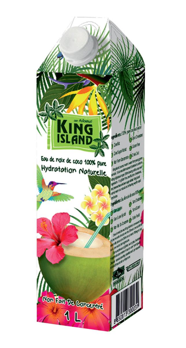 King Islamd кокосовая вода без сахара, 1 л0120710Кокосовая вода – природный изотонический напиток, насыщающий кислородом все клетки организма, улучшающий обмен веществ, содействующий снижению веса, поднимающий иммунитет, способствующий нормализации уровня сахара в крови. Полезен при борьбе с вирусами, в т.ч. герпеса, гриппа и др. Натуральный источник минералов: натрий, кальций, железо, магний, фосфор, медь, калий, селен, марганец, цинк, глюкоза. Содержит витамины: С, В-6, В-12, рибофлавин, ниацин, тиамин, пиридоксин, холин, фолаты.Кокосовая вода King Island содержит около 294 мг калия, это больше, чем почти во всех спортивных напитках (117 мг) и энергетиках. В то же время в ней меньше натрия (25 мг), чем в спортивных(41 мг) и энергетических (200 мг) напитках, поэтому King Island - идеальный напиток для любителей фитнеса и активного образа жизни. При этом он не содержит сахара (а так же фруктозы и других сахарозаменителей), а калорийность такого напитка всего 14 кКал на 100 г. Таким образом, King Island помогает не только утолить жажду, но и восполнить потери солей.Благодаря своим уникальным свойствам Кокосовая вода является неоценимым продуктом питания в период беременности и лактации. Это абсолютно гипоаллергенный продукт, пригодный для питания детей любого возраста. Пейте охлажденным.