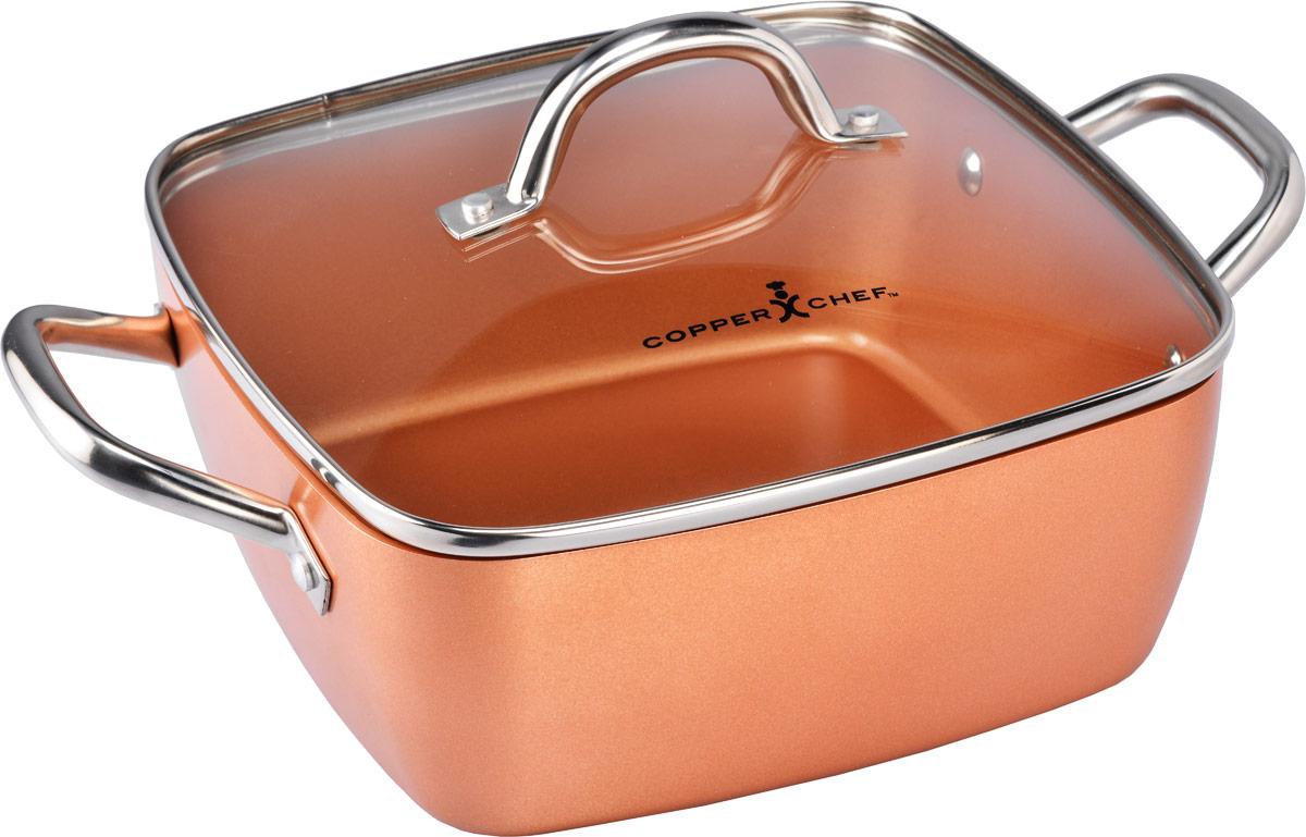 Кастрюля Copper Chef с крышкой, с керамическим покрытием, квадратная, 4,96 л94672Квадратная кастрюля Copper Chef изготовлена из высококачественного алюминия с антипригарным керамическим покрытием. Благодаря керамическому покрытию пища не пригорает и не прилипает к поверхности кастрюли, что позволяет готовить с минимальным количеством масла. Кроме того, такое покрытие абсолютно безопасно для здоровья человека.Достоинства керамического покрытия: - устойчивость к высоким температурам и резким перепадам температур; - устойчивость к царапающим кухонным принадлежностям и абразивным моющим средствам; - устойчивость к коррозии; - водоотталкивающий эффект; - покрытие способствует испарению воды во время готовки; - длительный срок службы; - безопасность для окружающей среды и человека. Изделие оснащено ручками, выполненными из нержавеющей стали, и стеклянной крышкой с отверстием для выхода пара. Кастрюля подходит для использования на газовых электрических, стеклокерамических плитах, а также на индукционных. Можно мыть в посудомоечной машине. Эксклюзивный американский бренд Copper Chef, впервые вышедший на российский рынок! При изготовлении посуды используется высокопрочное керамическое антипригарное покрытие, которое является самой современной технологией в сфере изготовления керамических покрытий. Посуда Copper Chef подойдет как шеф-повару пятизвездочного ресторана, так и простому любителю благодаря дизайну, безупречному качеству и доступной цене.Размер кастрюли: 24 х 24 см. Размер дна: 21 х 21 см. Высота стенки: 9,5 см. Ширина кастрюли (с учетом ручек): 35,5 см.