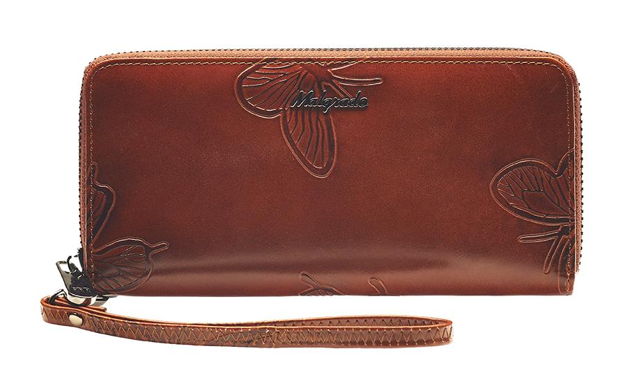 Клатч-кошелек женский Malgrado, цвет: коричневый. 73005-7002DSARMA норка С030-1Клатч-кошелек Malgrado выполнен из натуральной кожи коричневого цвета высшего качества. Лицевая сторона оформлена тиснением в виде бабочек. Клатч-кошелек закрывается на застежку-молнию. Внутри - три отделения для купюр, два кармана для бумаг, карман для мелочи на застежке-молнии и восемь кармашков для дисконтных карт, визиток и кредиток. В комплекте отстегивающийся ремешок для запястья.Модель клатча-кошелька очень актуальна благодаря качеству исполнения, оригинальному дизайну и удобному размеру. Клатч-кошелек упакован в фирменную металлическую коробку. Характеристики: Материал: натуральная кожа, текстиль, металл.Цвет: коричневый.Размер клатча-кошелька: 18,5 см х 9 см х 2 см.Длина ремешка для запястья: 17 см.Размер упаковки: 23 см х 12,5 см х 4,5 см.Артикул: 73005-7002D.