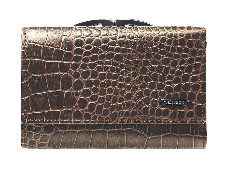Кошелек женский Malgrado, цвет: коричневый. 46001-17202#1-022_516Стильный кошелек Malgrado изготовлен из натуральной кожи коричневого цвета и состоит из трех отделений для купюр (одно отделение на молнии). Внутри также расположены два потайных кармана, отделение для фотографии с прозрачным окошком, три кармашка для пластиковых карт. Снаружи находится отделение для монет, которое закрывается на рамочный замок. Кошелек закрывается на кнопку. Кошелек упакован в коробку из плотного картона с логотипом фирмы. Такой кошелек станет замечательным подарком человеку, ценящему качественные и практичные вещи. Характеристики:Материал: натуральная кожа, текстиль, металл. Размер кошелька: 12 см х 8 см х 2 см. Цвет: коричневый. Размер упаковки: 13 см х 9,5 см х 3 см. Артикул: 46001-17202#.