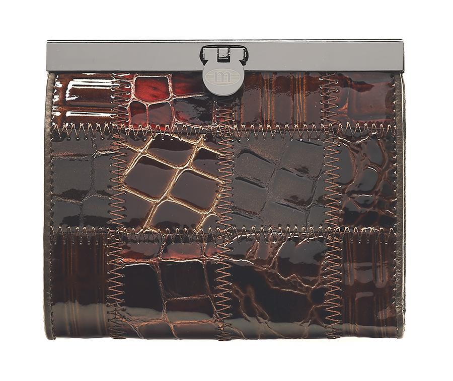 Кошелек женский Malgrado, цвет: коричневый. 44009A-490A1-022_516Элегантный кошелек Malgrado изготовлен из высококачественной натуральной лаковой кожи с декоративным фактурным тиснением, оформлен металлической фурнитурой с символикой бренда.Изделие содержит одно отделение и закрывается на замок-защелку. Кошелек включает в себя: три отделения для купюр, одно из которых на молнии, потайной карман, два кармана с прозрачными вставками, три кармана для пластиковых карт и карман для монет, закрывающийся клапаном на кнопку. Изделие упаковано в фирменную коробку с логотипом бренда.Стильный кошелек не оставит равнодушной ни одну представительницу прекрасной половины человечества.