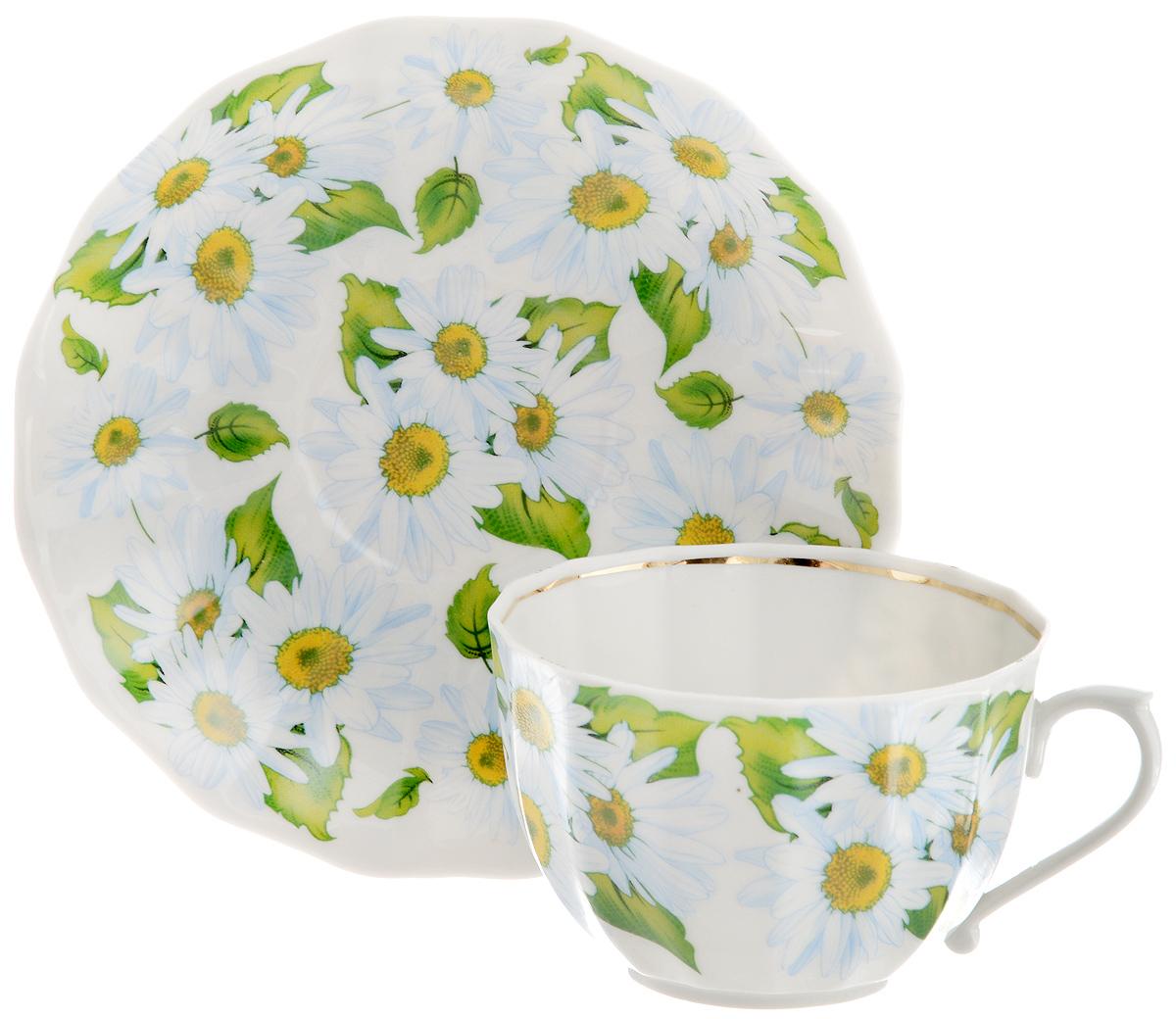 Чайная пара Фарфор Вербилок Любит - не любит, 2 предмета115510Чайная пара Фарфор Вербилок Любит - не любит состоит из чашки и блюдца, которые изготовлены из высококачественного фарфора и украшены красивым цветочным рисунком. Несмотря на то, что фарфор легкий и тонкий, он отличается необычайной прочностью и долговечностью. Изысканный утонченный дизайн придется по вкусу ценителям классики и тем, кто предпочитает современный стиль.Чайная пара Любит - не любит украсит ваш кухонный стол, а также станет замечательным подарком к любому празднику.Диаметр чашки (по верхнему краю): 8,5 см.Высота чашки: 5,5 см.Объем чашки: 180 мл.Диаметр блюдца: 14,5 см.Высота блюдца: 2 см.