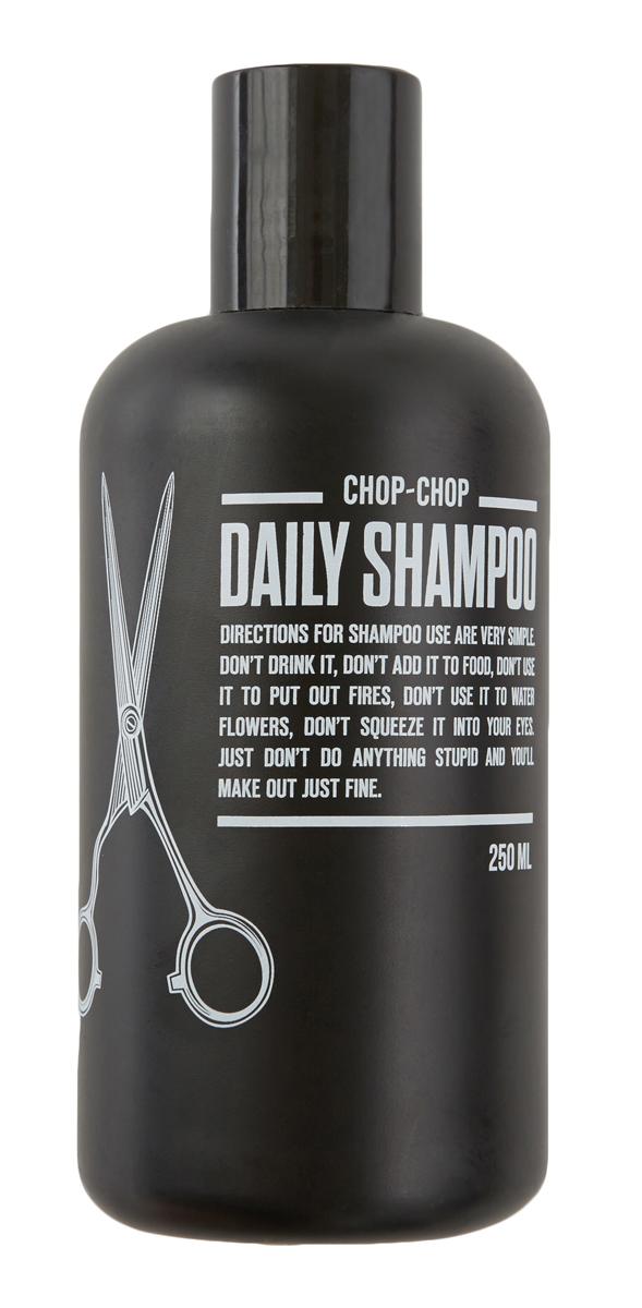 Chop-Chop Шампунь, 250 млMP59.4DРазработан при особом участии мастеров сети парикмахерских для мужчин Chop-Chop, руки которых имели тенденцию страдать от постоянного воздействия обычных шампуней и кондиционеров. Здесь такой проблемы нет. Шампунь бережно относится к коже и волосам – питает их энергией, придает объем и облегчает расчесывание. В основе парфюмерной композиции – бергамот и лаванда. Активные ингредиенты шампуня100% натуральный биолипид сохраняет естественный гидробаланс кожи и волос в течении 24 часов. Процентное содержание около 2%. Идеальный баланс композиции из 8 эфирных масел: бодрящее настроение бергамота, лаванды и лайма в сочетании с древесными нотами эвкалипта и чайного дерева, с добавлением имбиря, мяты и мускатного ореха. Процентное содержание около 1%. Благодаря моющей основе растительного происхождения шампунь мягко очищает кожу головы и волосы. Здесь очищающая композиция- это натуральные ПАВы (гликозиды), которые получают из глюкозы риса, картофеля или пшеницы и кокосового масла. Процентное содержание более 7%. Не содержит SLS, парабены и формальдегиды.