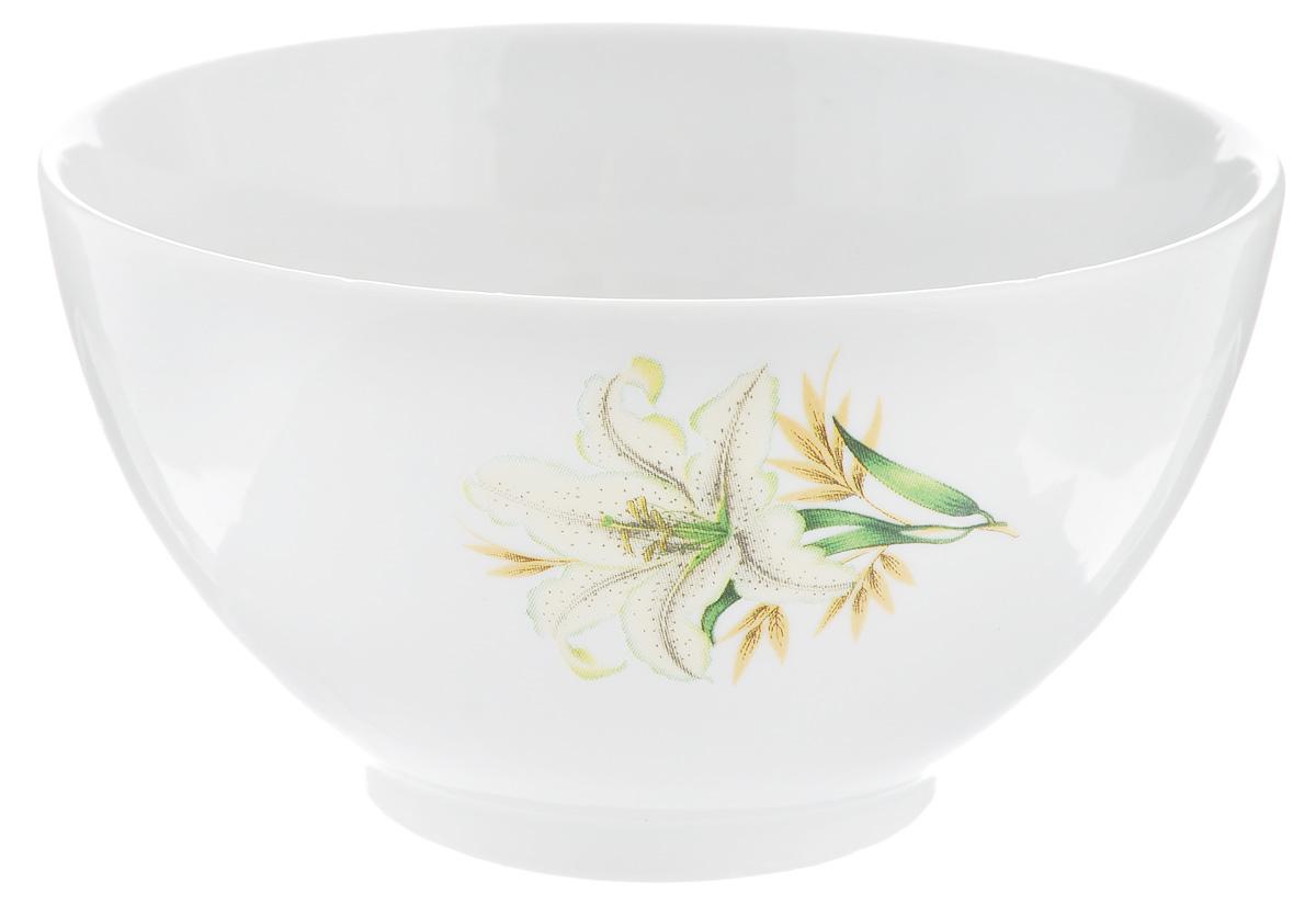 Пиала Фарфор Вербилок Белая лилия, 300 мл28841980Пиала Фарфор Вербилок Белая лилия изготовлена из высококачественного фарфора. Внешняя стенка оформлена красочным изображением. Из такой пиалы очень удобно пить чай, устроившись на мягких подушках, а также в них можно хранить орехи или изюм, наполнять их ароматным вареньем или медом. Благодаря изысканному дизайну такая пиала станет бесспорным украшением вашего стола. Она дополнит коллекцию кухонной посуды и будет служить долгие годы. Диаметр пиалы по верхнему краю: 11 см. Диаметр основания: 5 см.Высота пиалы: 6 см.