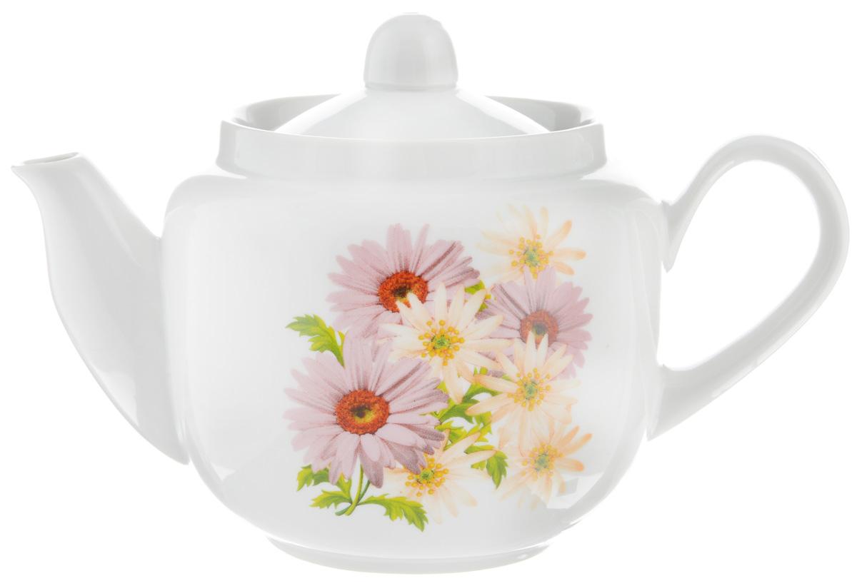 Чайник заварочный Фарфор Вербилок Розовые герберы, 600 мл391602Для того чтобы насладиться чайной церемонией, требуется не только знание ритуала и чай высшего сорта. Необходим прекрасный заварочный чайник, который может быть как центральной фигурой фарфорового сервиза, так и самостоятельным, отдельным предметом. От его формы и качества фарфора зависит аромат и вкус приготовленного напитка. Именно такие предметы формируют в доме атмосферу истинного уюта, тепла и гармонии. С заварочным чайником Фарфор Вербилок Розовые герберы вы сможете ощутить более богатый, ароматный вкус чая или кофе. Изделие выполнено из высококачественного фарфора и украшено цветочным рисунком.Диаметр чайника по верхнему краю: 8,5 см. Диаметр основания чайника: 7 см. Высота чайника (без учета крышки): 10 см.
