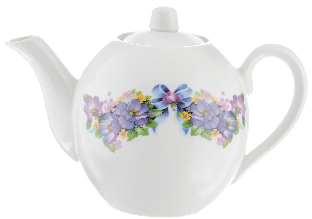 Чайник заварочный Фарфор Вербилок Фиалка, 800 млFS-91909Для того чтобы насладиться чайной церемонией, требуется не только знание ритуала и чай высшего сорта. Необходим прекрасный заварочный чайник, который может быть как центральной фигурой фарфорового сервиза, так и самостоятельным, отдельным предметом. От его формы и качества фарфора зависит аромат и вкус приготовленного напитка. Именно такие предметы формируют в доме атмосферу истинного уюта, тепла и гармонии. С заварочным чайником Фарфор Вербилок Фиалка вы сможете ощутить более богатый, ароматный вкус чая или кофе. Изделие выполнено из высококачественного фарфора и украшено цветочным рисунком.Диаметр чайника по верхнему краю: 6 см. Диаметр основания чайника: 7,5 см. Высота чайника (без учета крышки): 11,5 см.