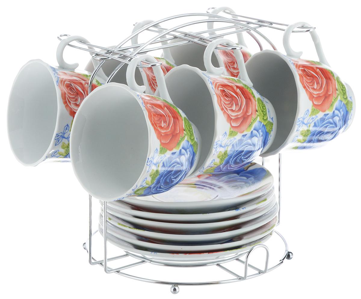 Набор чайный Bella, 13 предметов. DL-F6MS-174VT-1520(SR)Набор Bella состоит из 6 чашек и 6 блюдец, изготовленных из высококачественного фарфора. Чашки оформлены красочным рисунком. Изделия расположены на металлической подставке. Такой набор подходит для подачи чая или кофе.Изящный дизайн придется по вкусу и ценителям классики, и тем, кто предпочитает современный стиль. Он настроит на позитивный лад и подарит хорошее настроение с самого утра. Чайный набор Bella - идеальный и необходимый подарок для вашего дома и для ваших друзей в праздники.Объем чашки: 220 мл. Диаметр чашки (по верхнему краю): 8 см. Высота чашки: 7 см. Диаметр блюдца: 14 см. Высота блюдца: 2,3 см.Размер подставки: 17 х 16,5 х 19 см.