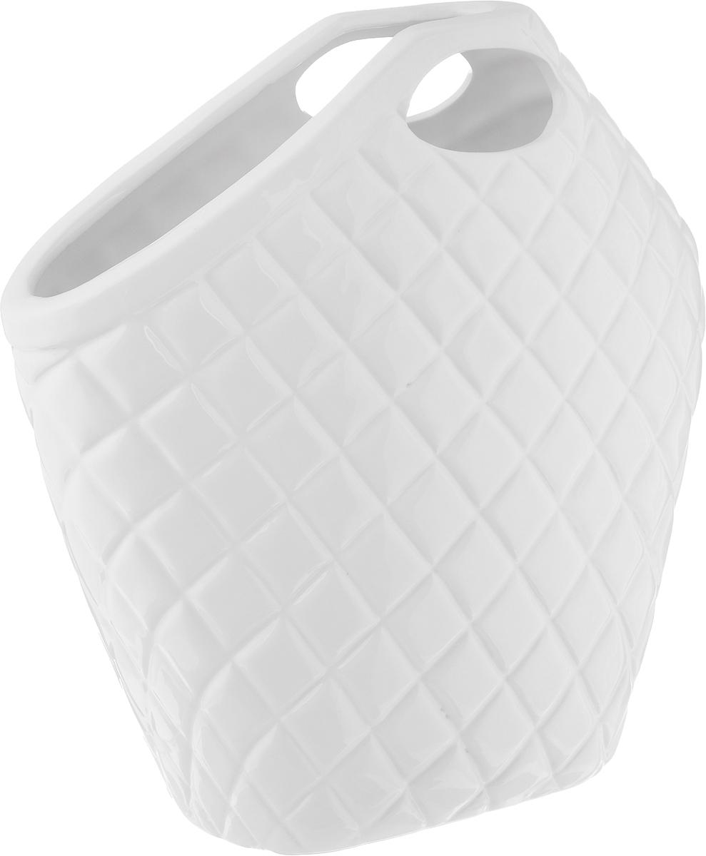 Ваза House & Holder, высота 30 см151202Элегантная ваза House & Holder, изготовленная из фарфора, выполнена в виде сумки с ручками. Такое оформление делает ее изящным украшением интерьера.Ваза House & Holder дополнит интерьер офиса или дома и станет желанным и стильным подарком.Размер вазы: 30 х 10 х 30 см.