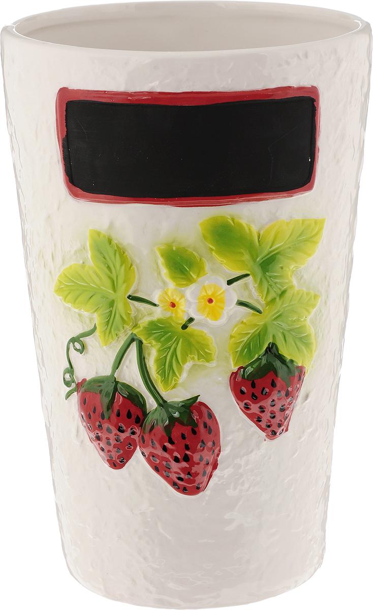 Ваза House & Holder, высота 22,5 смFS-80423Привлекательная ваза House & Holder, изготовленная из фарфора, украшена ягодами клубники. Такое оформление делает ее изящным украшением интерьера.Ваза House & Holder дополнит интерьер офиса или дома и станет желанным и стильным подарком.Размер вазы: 14 х 14 х 22,5 см.