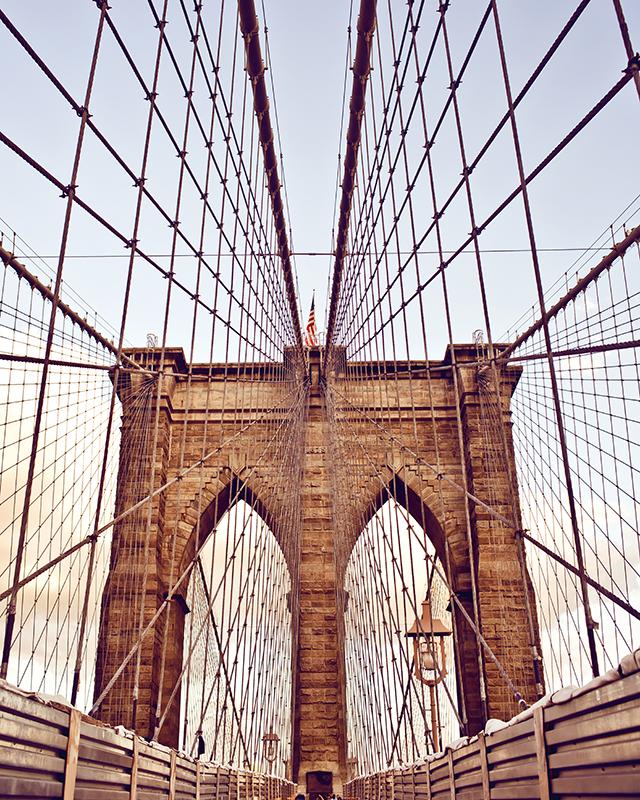 Декобокс Postermarket Бруклинский мост , 40 х 50 см. DC-4019Брелок для сумкиДекобокс Postermarket Бруклинский мост выполнен из бумаги, рама - из МДФ. Современные технологии, уникальное оборудование и цифровая печать, используемые в производстве, делают постер устойчивым к выцветанию и обеспечивают исключительное качество произведений. Благодаря наличию необходимых креплений в комплекте установка не займет много времени. Декобокс - это прекрасная возможность создать яркий акцент при оформлении любого помещения. Картина обязательно привлечет внимание и подарит немало приятных впечатлений своим обладателям. Правила ухода: можно протирать сухой, мягкой тканью.