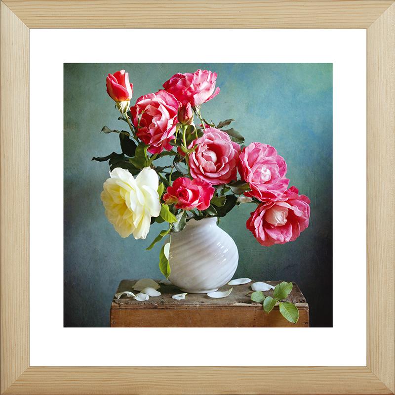 Картина Postermarket Розы в вазе, 40 х 40 смTL-H3023Картина Postermarket Розы в вазе прекрасно подойдет для декора интерьера различных помещений. Постер, выполненный в технике фотопечать, обрамлен паспарту и оформлен багетом бежевого цвета. Картина для интерьера (постер) - это современное и актуальное направление в дизайне помещений. Ее можно использовать для оформления любых помещений (дом, квартира, офис, бар, кафе, ресторан или гостиница). работоспособность. Правильное оформление интерьера создает благоприятный психологический климат, улучшает настроение и мотивирует.Размер картины: 400 x 400 мм.