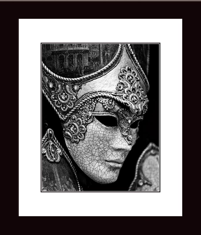 Картина Postermarket Венецианская маска, 27 х 32 см. NI 4594672Картина Postermarket Венецианская маска прекрасно подойдет для декора интерьера различных помещений.Картина для интерьера (постер) - это современное и актуальное направление в дизайне помещений. Ее можно использовать для оформления любых помещений (дом, квартира, офис, бар, кафе, ресторан или гостиница). Правильное оформление интерьера создает благоприятный психологический климат, улучшает настроение и мотивирует.Размер картины: 270 x 320 мм.