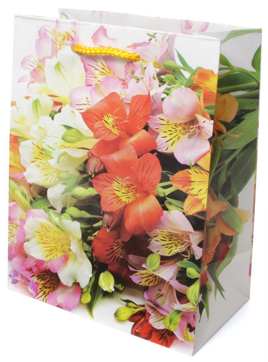 Пакет подарочный МегаМАГ Цветы, 18 х 22,7 х 10 см. 2133 M4610009213446Подарочный пакет МегаМАГ, изготовленный из плотной ламинированной бумаги, станет незаменимым дополнением к выбранному подарку. Для удобной переноски на пакете имеются две ручки-шнурки.Подарок, преподнесенный в оригинальной упаковке, всегда будет самым эффектным и запоминающимся. Окружите близких людей вниманием и заботой, вручив презент в нарядном, праздничном оформлении.
