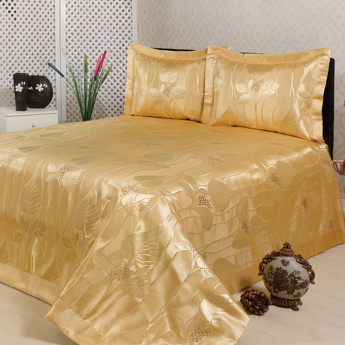 Комплект для спальни Karna Nazsu. Yaprak: покрывало 240 х 260 см, 2 наволочки 50 х 70 см, цвет: горчичныйBH-UN0502( R)Изысканный комплект Karna Nazsu. Yaprak прекрасно оформит интерьер спальни или гостиной. Комплект состоит из покрывала и двух наволочек. Изделия изготовлены из 50% хлопка и 50% полиэстера. Постельные комплекты Karna уникальны, так как они практичны и универсальны в использовании. Материал хорошо сохраняет окраску и форму. Изделия долговечны, надежны и легко стираются.Комплект Karna не только подарит тепло, но и гармонично впишется в интерьер вашего дома. Размер покрывала: 240 х 260 см.Размер наволочки: 50 х 70 см.