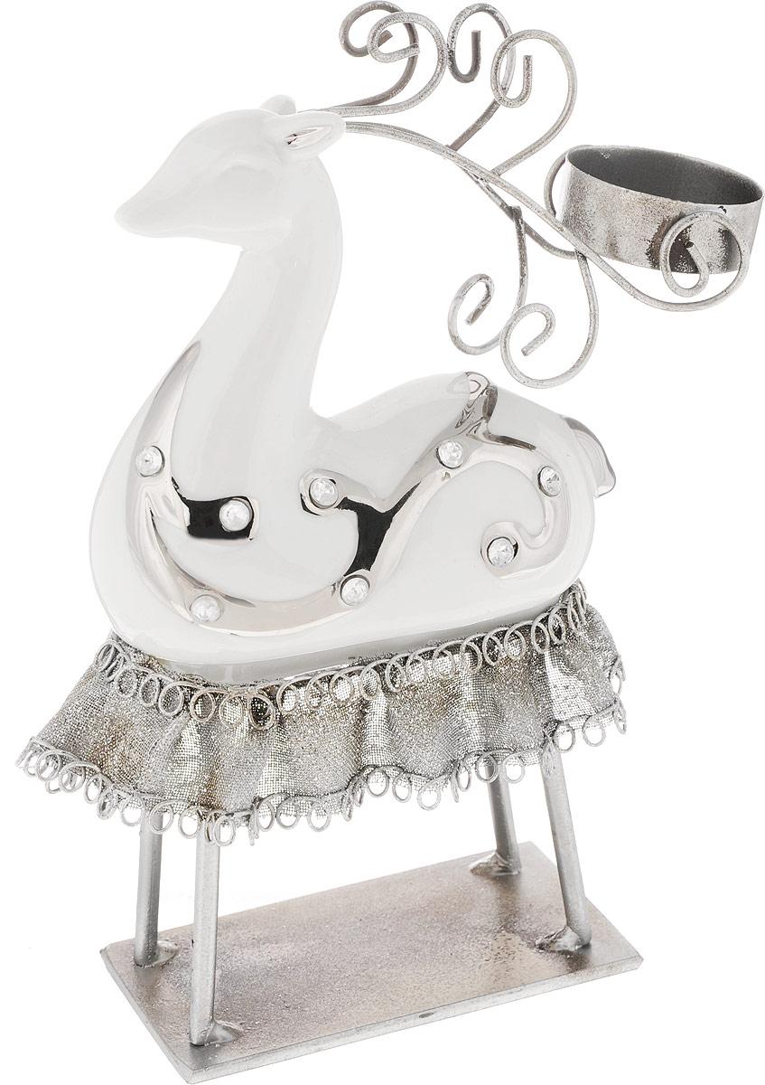 Подсвечник House & Holder Олень, 18 х 9 х 21 смБрелок для ключейПодсвечник House & Holder Олень, изготовленный из керамики и металла, станет прекрасным украшением интерьера помещения в преддверии Нового года. Подсвечник выполнен в виде оленя и рассчитан на 1 чайную свечу. Зажигать свечи в Новый год - неизменная традиция, которая позволяет наполнить дом волшебством и таинственностью новогодней ночи.Размер подсвечника: 18 х 9 х 22,5 см.