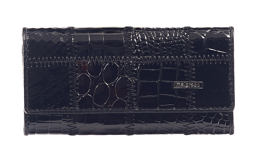 Ключница Malgrado, цвет: черный. 47006A-239A39864|Серьги с подвескамиСтильная ключница Malgrado изготовлена из натуральной лаковой кожи с декоративным фактурным тиснением и оформлена металлической пластиной с символикой бренда.Изделие закрывается широким клапаном на две кнопки. Внутри ключницы расположены шесть крючков для ключей, кармашек на застежке-молнии и металлическое кольцо для возможности крепления к поясу или сумке. Ключница упакована в коробку из плотного картона с логотипом фирмы.Компактная ключница станет отличным подарком для человека, ценящего качественные и необычные вещи.