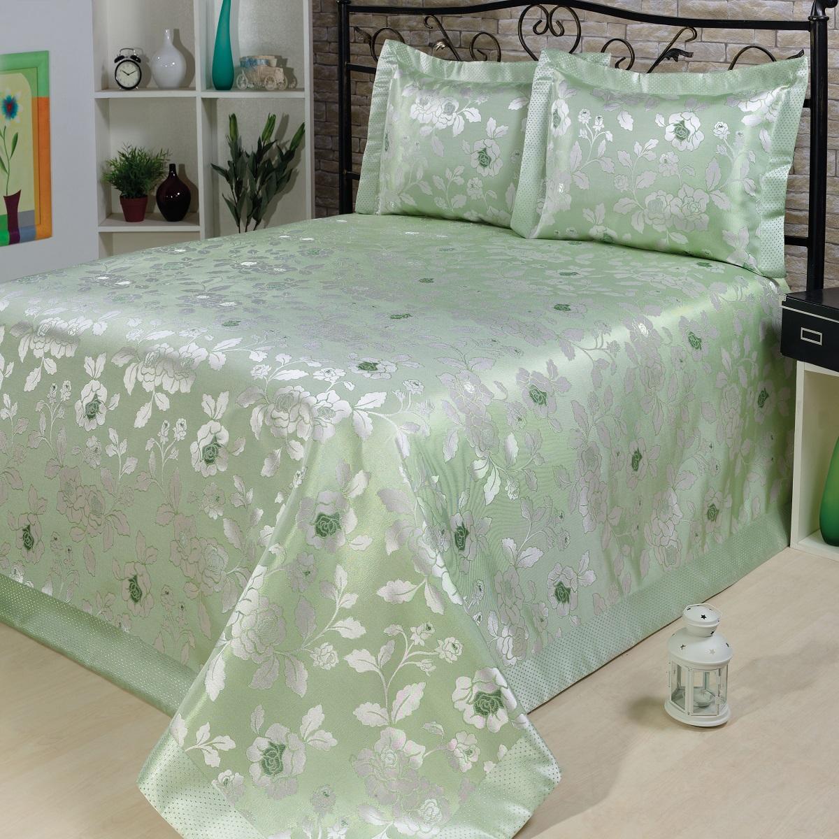 Комплект для спальни Nazsu Gul: покрывало 240 х 260 см, 2 наволочки 50 х 70 см, цвет: светло-зеленый, белыйES-412Изысканный комплект для спальни Nazsu Gul состоит из покрывала и двух наволочек. Изделия выполнены из высококачественного полиэстера (50%) и хлопка (50%), легкие, прочные и износостойкие. Ткань блестящая, что придает ей больше роскоши. Комплект Nazsu - это отличный способ придать спальне уют и комфорт, а также позволит по-королевски украсить интерьер. Размер покрывала: 240 х 260 см.Размер наволочки: 50 х 70 см.