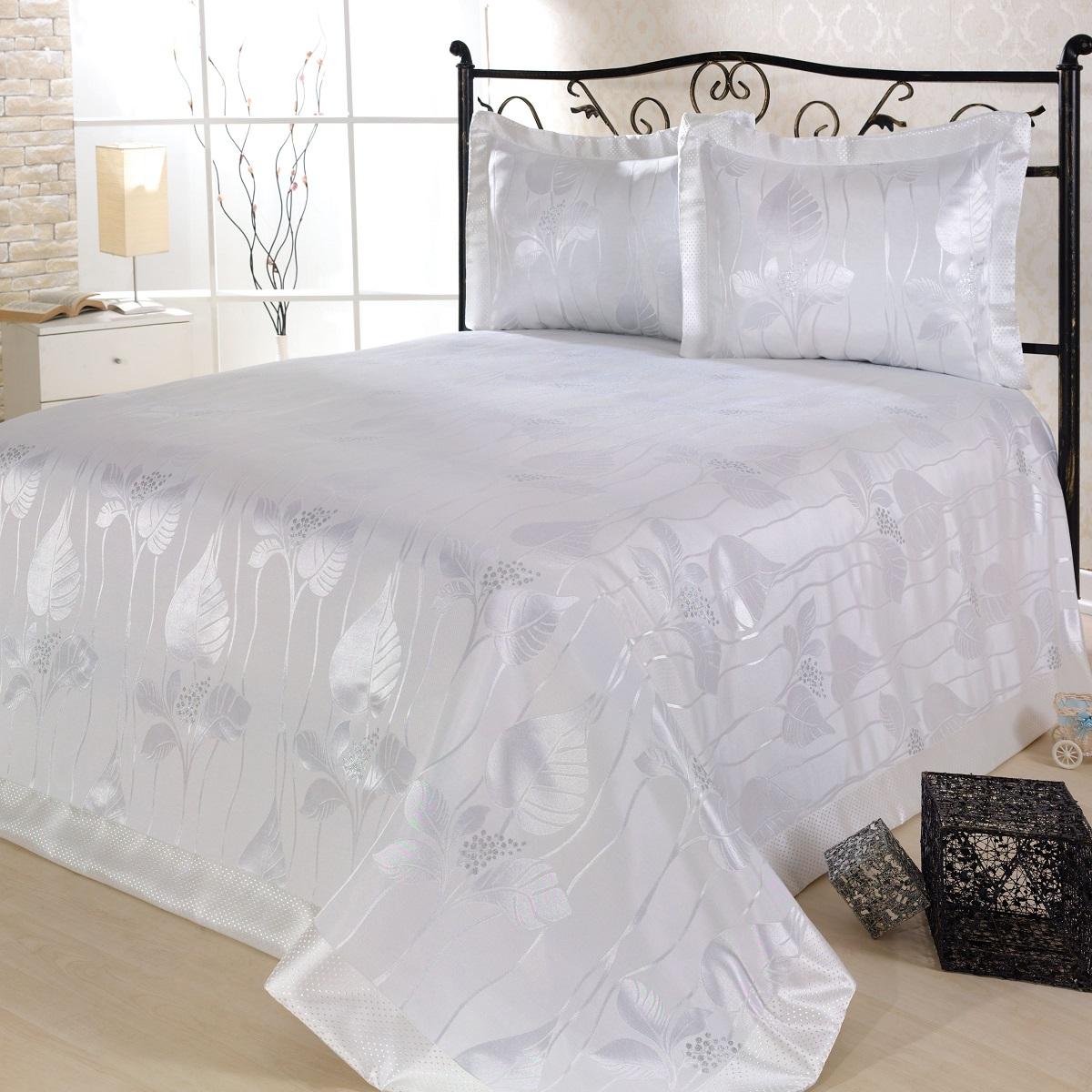 Комплект для спальни Nazsu Yaprak: покрывало 240 х 260 см, 2 наволочки 50 х 70 см, цвет: белыйES-412Изысканный комплект для спальни Nazsu Yaprak состоит из покрывала и двух наволочек. Изделия выполнены из высококачественного полиэстера (50%) и хлопка (50%), легкие, прочные и износостойкие. Ткань блестящая, что придает ей больше роскоши. Комплект Nazsu - это отличный способ придать спальне уют и комфорт, а также позволит по-королевски украсить интерьер. Размер покрывала: 240 х 260 см.Размер наволочки: 50 х 70 см.