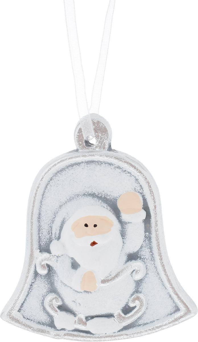 Украшение новогоднее подвесное House & Holder Дед Мороз, 7 х 0,5 х 8 смNLED-454-9W-BKНовогоднее подвесное украшение House & Holder Дед Мороз выполнено из керамики. С помощью специальной петельки украшение можно повесить в любом понравившемся вам месте. Но, конечно, удачнее всего оно будет смотреться на праздничной елке.Елочная игрушка - символ Нового года. Она несет в себе волшебство и красоту праздника. Создайте в своем доме атмосферу веселья и радости, украшая новогоднюю елку нарядными игрушками, которые будут из года в год накапливать теплоту воспоминаний.Размер: 7 х 0,5 х 8 см.
