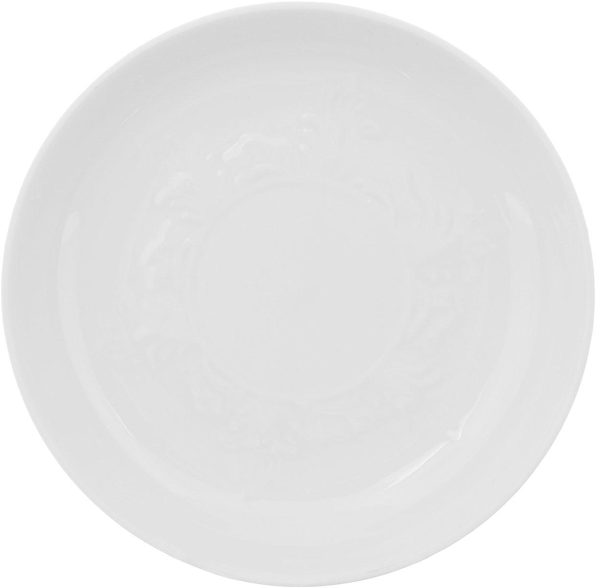 Блюдце Фарфор Вербилок, диаметр 14 см. 55800Б55800ББлюдце Фарфор Вербилок выполнено из высококачественного фарфора. Изделие идеально подойдет для сервировки стола и станет отличным подарком к любому празднику.Диаметр блюдца (по верхнему краю): 14 см.Высота блюдца: 2,5 см.