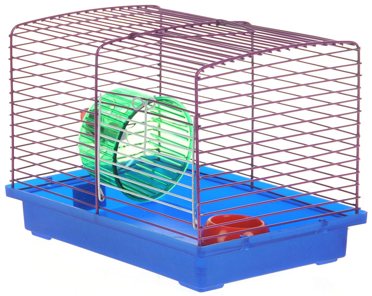 Клетка для джунгариков ЗооМарк, с колесом и миской, цвет: синий поддон, фиолетовая решетка, 23 х 18 х 19 см0120710Клетка ЗооМарк, выполненная из пластика и металла, подходит для мелких грызунов. Изделие оборудовано колесом для подвижных игр и пластиковой миской. Клетка имеет яркий поддон, удобна в использовании и легко чистится. Сверху имеется ручка для переноски. Такая клетка станет личным пространством и уютным домиком для маленького грызуна.Комплектация: - клетка с поддоном;- миска;- колесо.